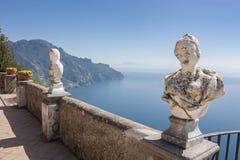 Widok z statuami od miasta Ravello, Amalfi wybrzeże, Włochy, Obraz Stock
