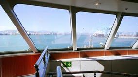 Widok z wewnątrz ferryboat opuszcza hiszpańszczyzny wybrzeże zdjęcie wideo