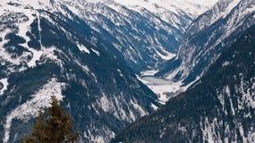 Widok z wierzchu halnego jeziora w dolinie Obrazy Royalty Free