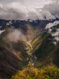 Widok z wierzchu Machu Picchu góry rzeki i Hidroelectrica, zdjęcie royalty free