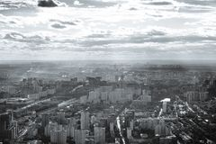 Widok za zachód od Moskwa miasto w czarny i biały obraz royalty free