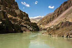 Widok Zanskar rzeka blisko Nimmu, Leh-Ladakh, Jammua i Kaszmir, India Fotografia Royalty Free