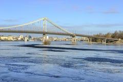 Widok Zaporoska rzeka i footbridge Zdjęcie Stock