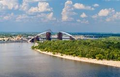 Widok Zaporoska rzeka z mostami w Kijów Zdjęcie Royalty Free