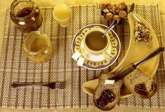 Widok Zdrowy śniadaniowy Cofee, grzanka, dokrętki i sok, Zdjęcie Royalty Free