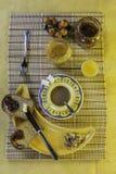 Widok Zdrowy śniadaniowy Cofee, grzanka, dokrętki i sok, Fotografia Stock