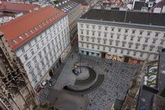 Widok zima Wiedeń od wierza St Stephen's katedra Miasto w mgiełce zdjęcia royalty free