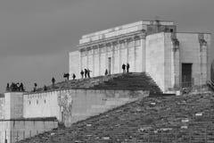 Widok zlikwidowana główna trybuny lewa strona poprzednie Nazistowskiego przyjęcia wiecu ziemie Obrazy Stock