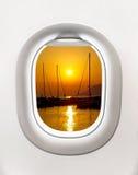 Widok zmierzch w schronieniu od samolotowego okno Obrazy Royalty Free