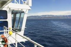 Widoki Chorwacja Rejs między rozłamem Hvar i wyspą Zdjęcia Royalty Free