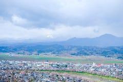 Widoki czereśniowi okwitnięcia przy Shiroishi RiversideHitome Senbonzakura, tysiąc czereśniowi drzew przy lub Obrazy Royalty Free