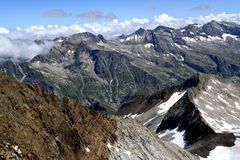 Widoki halna grań kolorowe góry w Pyrenees i Fotografia Royalty Free