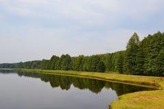 Widoki staw od sztucznych Lyadsky jezior Zdjęcie Stock
