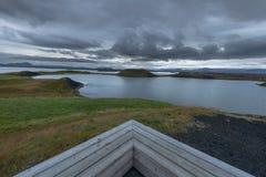 Widoku punkt blisko Psudocraters Skutustadagigar blisko jeziornego Myvatn, Iceland obrazy royalty free