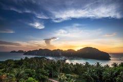 Widoku punkt Phi Phi wyspa przy zmierzchu czasem, Krabi, Tajlandia Obraz Stock