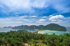 Widoku punkt Phi Phi wyspa przy zmierzchu czasem, Krabi, Tajlandia Zdjęcia Royalty Free