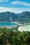 Widoku punkt Phi Phi wyspa przy zmierzchu czasem, Krabi, Tajlandia Zdjęcie Royalty Free