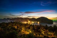 Widoku punkt Phi Phi wyspa przy zmierzchu czasem, Krabi, Tajlandia Zdjęcie Stock