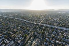 Widoku Z Lotu Ptaka 405 autostrada w Los Angeles San Fernando dolinie obrazy royalty free