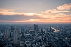 Widoku z lotu ptaka Bangkok linia horyzontu od Mahanakorn budynku w Bangkok, Tajlandia fotografia royalty free