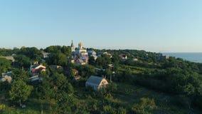 Widoku z lotu ptaka kościół w miasteczku zbiory