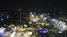 Widoku z lotu ptaka krajobraz i pejzaż miejski Nowy Delhi miasto od Wybranego Citywalk centrum handlowego w nighttime zbiory