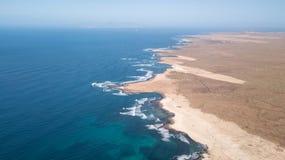 Widoku z lotu ptaka północny wybrzeże Fuerteventura zdjęcia stock