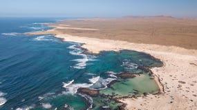 Widoku z lotu ptaka p??nocny wybrze?e Fuerteventura obrazy royalty free