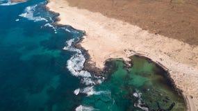 Widoku z lotu ptaka p??nocny wybrze?e Fuerteventura zdjęcia royalty free