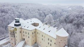 Widoku z lotu ptaka renaissance historyczny kasztel Pieskowa Skala blisko Krakow w Polska w zimie oh zbiory