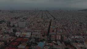Widoku z lotu ptaka Sants-Montjuic mieszkaniowy okręg od helikopteru Barcelona zdjęcie wideo
