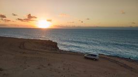 Widoku z lotu ptaka zachodnie wybrzeże Fuerteventura przy zmierzchem fotografia royalty free