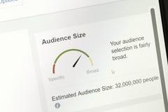 Widownia wyszczególnia obliczony zasadzonego na reklama kierownika module facebook fotografia stock