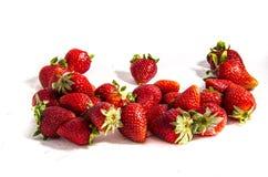 Widzię mnóstwo słodkiego świeżego czerwonego truskawkowego ` s z zieleń wierzchołka ` s Obrazy Stock