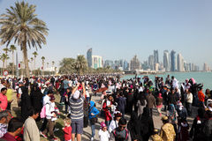 Widzowie Katarski pokaz lotniczy w Doha Zdjęcie Stock