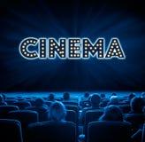 Widzowie przy kinem, błękitny tonowanie Obrazy Royalty Free