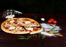 Wieśniak dom robić pieczarkowa pizza obraz royalty free
