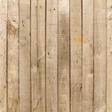 Wieśniak wietrzał stajni drewnianego tło z kępkami i gwóźdź dziurami Obrazy Stock
