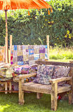 Wieśniaka miejsca siedzące ogrodowy teren. Fotografia Royalty Free