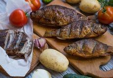 Wieśniaka stół z jedzeniem Jedzenie Na drewnianym stole Zdjęcie Stock
