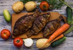 Wieśniaka stół z jedzeniem Jedzenie Na drewnianym stole Fotografia Stock