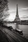 Wieża Eifla i banki wonton rzeka, Paryż, Francja obraz stock