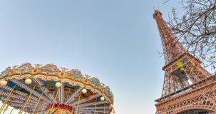 Wieża Eifla i karuzela toczymy przy zmierzchem, Paryż - Fra zdjęcie royalty free