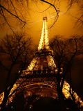 Wieża Eifla iluminated przy nocą Zdjęcia Royalty Free