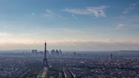 Wieża Eifla na a na słonecznym dniu zbiory wideo