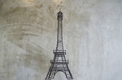 Wieża Eifla na surowym betonowym tle obrazy royalty free