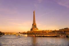 Wieża Eifla przy wschodem słońca, Paryż. zdjęcie stock