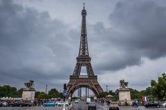 Wieża Eifla w Paryż w chmurnym dniu Obraz Royalty Free