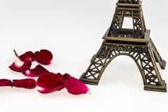Wieża Eifla z czerwieni różą Fotografia Royalty Free