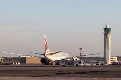 Wieża Kontrolna przy Katarskim lotniskiem międzynarodowym Zdjęcie Stock